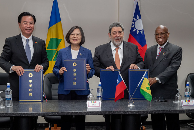 President Tsai witnesses the signing of the Taiwan-SVG bilateral agreements.