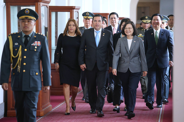 President Tsai meets with Guatemala President Jimmy Morales and his wife at the Presidential Office.