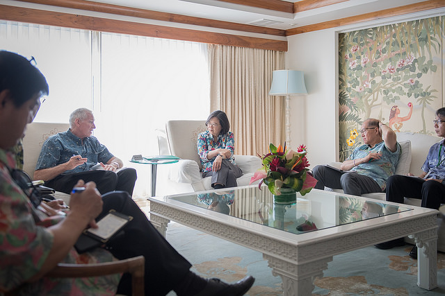 President Tsai meets with American Institute in Taiwan Chairman James Moriarty during her stopover itinerary in Honolulu.