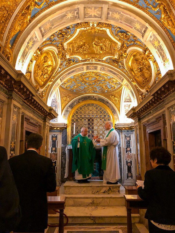 Vice President Chen prays for global environmental protection and sustainable development at the Chapel of St. Peter.