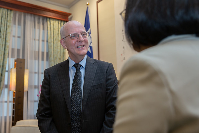 US Deputy Assistant Secretary of State for Trade Policy and Negotiations David Meale meets with President Tsai at the Presidential Office.
