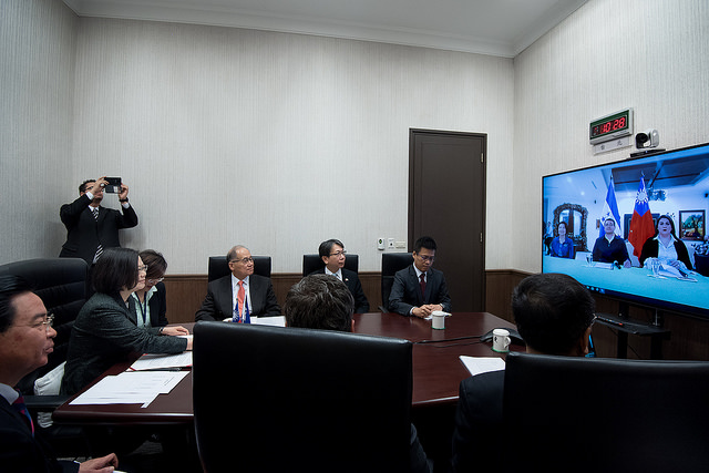 President Tsai Ing-wen congratulates Honduran President Juan Orlando Hernandez on his re-election via videoconference.