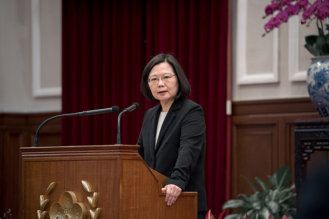 President Tsai delivers remarks when meeting with a delegation from the Asia Taiwanese Chambers of Commerce.