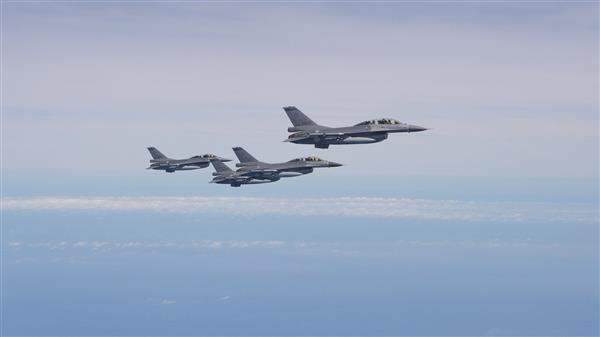 The F-16 fighter jets from the ROC Air Force convoy President Tsai's chartered aircraft.