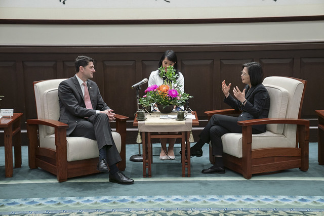 President Tsai exchanges views with former US House Speaker Paul Ryan.