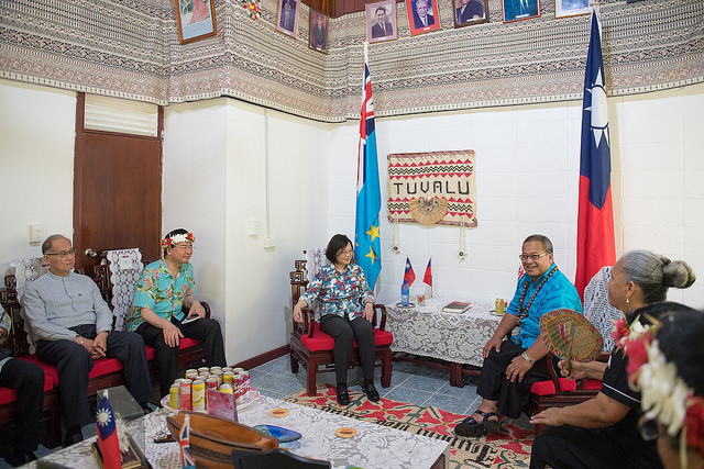 President Tsai meets with Tuvalu Governor-General Iakoba Taeia Italeli.