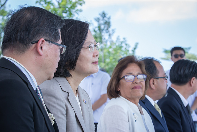 President Tsai Ing-wen visits the Southern Taiwan Science Park Bureau, and tours the Tree Valley Park.