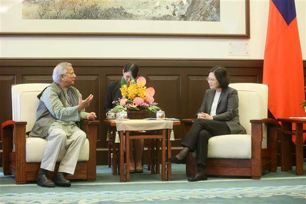 President Tsai Ing-wen meets with Professor Muhammad Yunus, the 2006 Nobel Peace Prize winner.