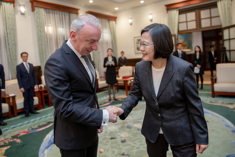 President Tsai Ing-wen meets with French Office in Taipei Director Jean-Francois Casabonne-Masonnave.