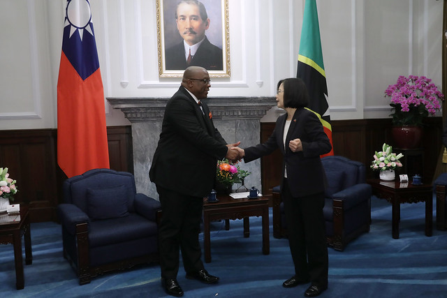 President Tsai shakes hands with St. Christopher and Nevis Prime Minister Timothy Harris.