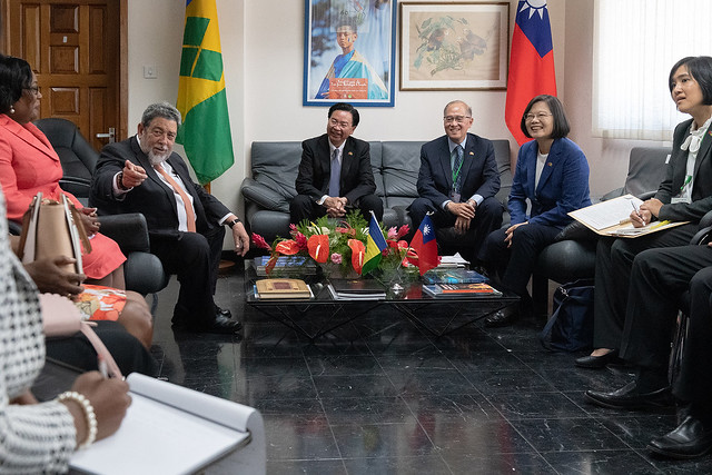 President Tsai meets with SVG Prime Minister Gonsalves.