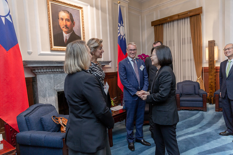 President Tsai meets with a delegation from the American Enterprise Institute.