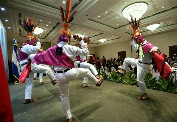 A traditional dancing group performances at a dinner banquet for representatives of the Taiwanese expatriate community in El Salvador, which is hosted by President Tsai.