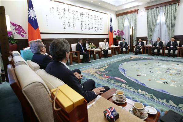 President Tsai meets with a delegation led by President Roberto Acevedo Quevedo of Paraguayan Congress and Senate.