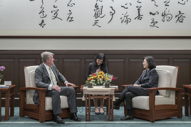 President Tsai exchanges views with US State of Idaho Governor C. L.