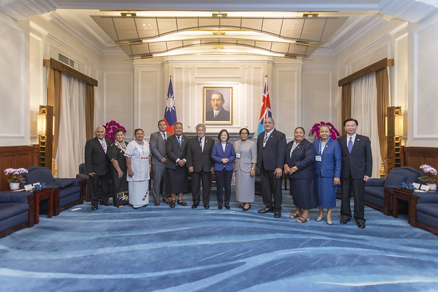 President Tsai poses for a photo with Tuvalu Prime Minister Enele Sopoaga and Mrs. Sopoaga.