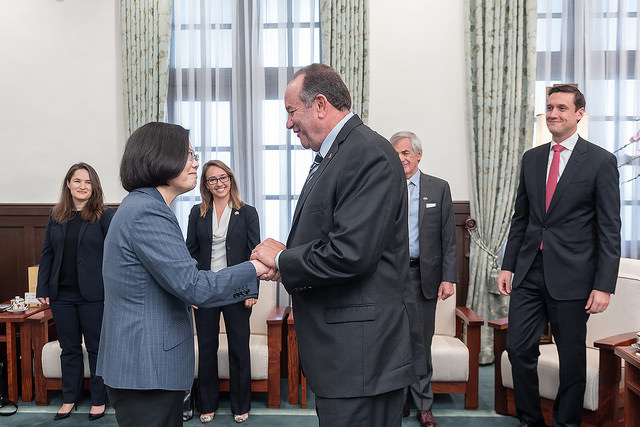 President Tsai Ing-wen meets with a delegation from US-based Atlantic Council think tank.