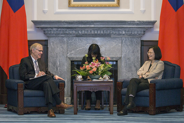 President Tsai meets with a delegation of scholars organized by the US Brookings Institution.