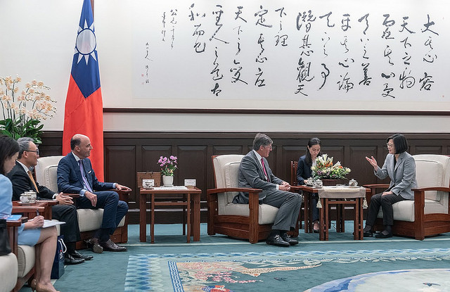 President Tsai Ing-wen meets with Citigroup CEO Michael Corbat.