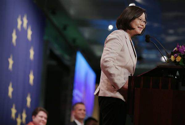 President Tsai delivers remarks at the 2017 Europe Day Dinner.