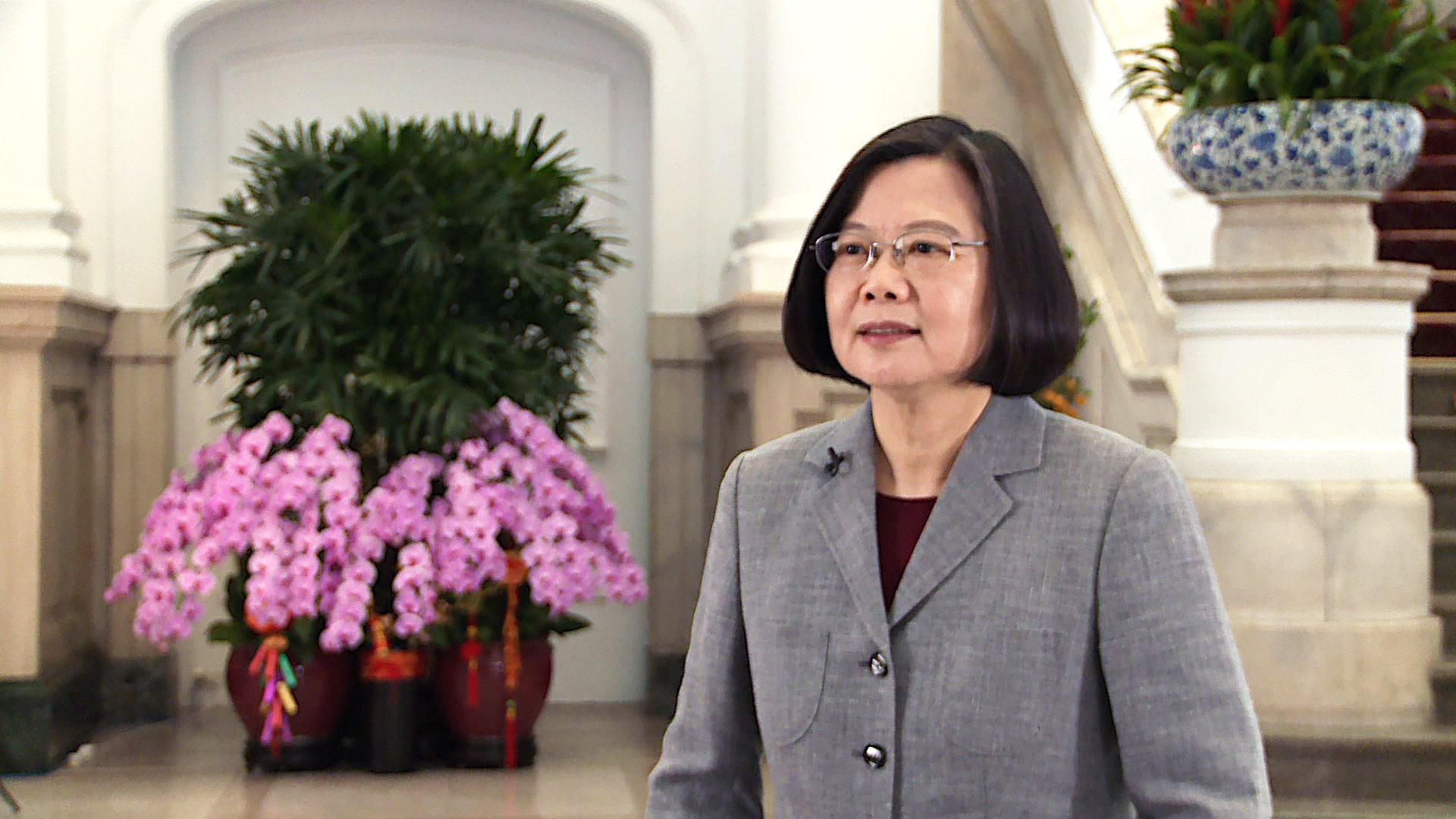 President Tsai wishes her fellow citizens and ethnic Chinese worldwide a productive and successful new year via a a special video.