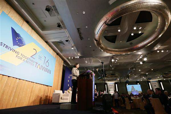 President Tsai addresses the Europe Day Dinner held by the European Chamber of Commerce Taiwan.