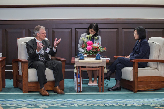 President Tsai meets with the scholars and experts from the Center for American Progress.