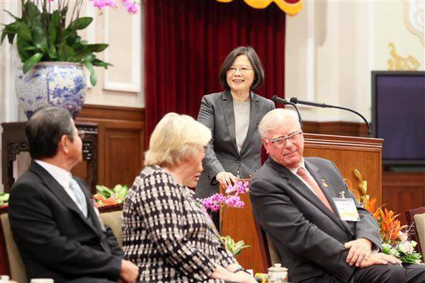 President Tsai delivers remarks when meeting with Rotary International President Ian Riseley and Rotary International Taiwan district governors-elect and their spouses.