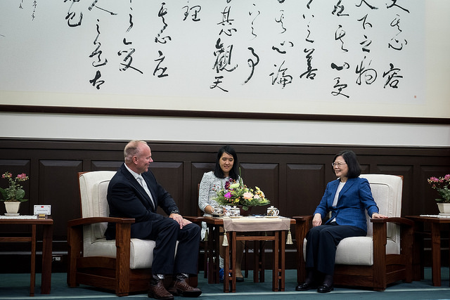 President Tsai exchanges views with US Wyoming Governor Matt Mead.