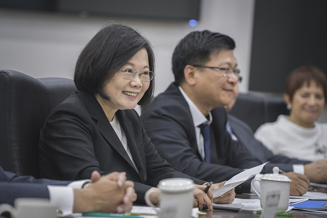 President Tsai meets with semiconductor industry leaders from Taiwan and abroad.
