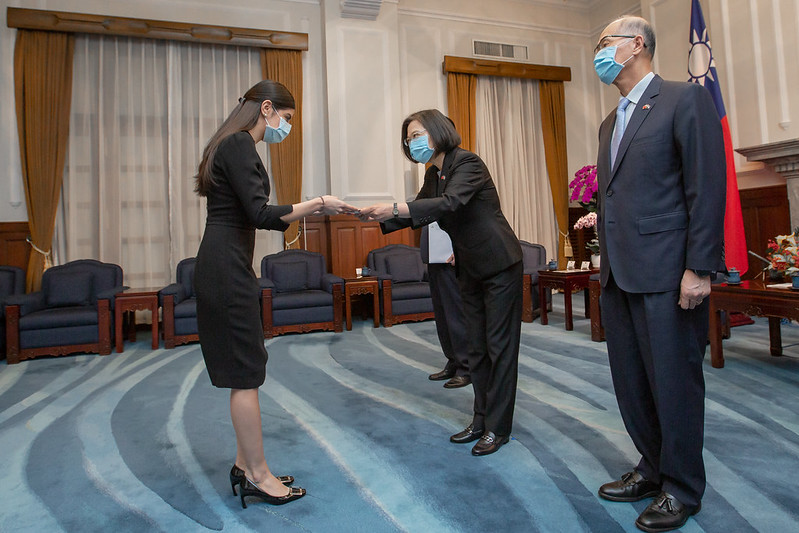 President Tsai accepts the credentials from new Nicaraguan Ambassador Mirna Mariela Rivera Andino.