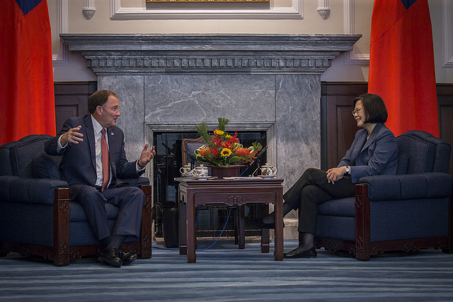 President Tsai exchanges views with Governor of Utah Gary Herbert.