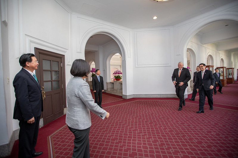 President Tsai welcomes Saint Lucia Prime Minister Allen Chastanet to the Presidential Office.
