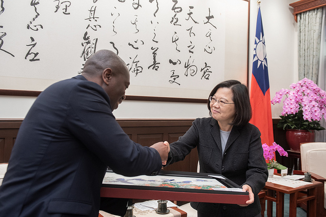 President Tsai shakes hands with Eswatini Permanent Representative to the UN Melusi Martin Masuku.