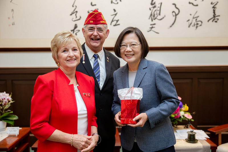American Legion National Commander James W. Oxford and Mrs. Oxford present President Tsai with a gift.