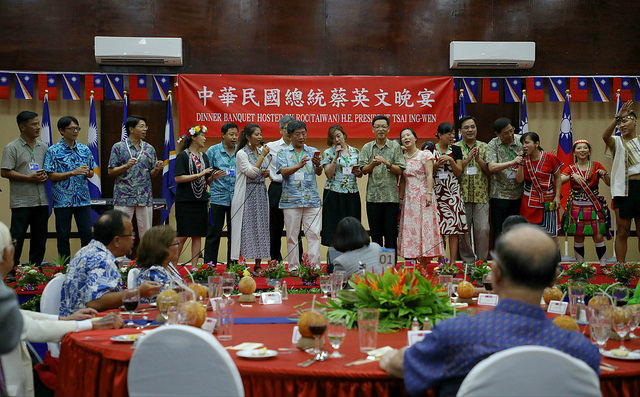 President Tsai hosts a banquet to thank Marshallese president and people.