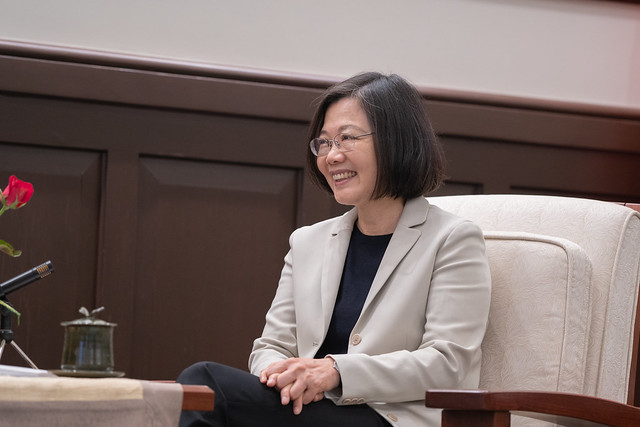 President Tsai meets with US Deputy Assistant Secretary of State for Trade Policy and Negotiations David Meale at the Presidential Office..
