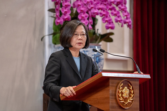 President Tsai holds a press conference to explain the US-China trade dispute and cross-strait political situation to the public.
