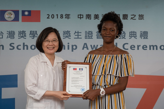 President Tsai presents each Taiwan Scholarship recipient with their certificate.