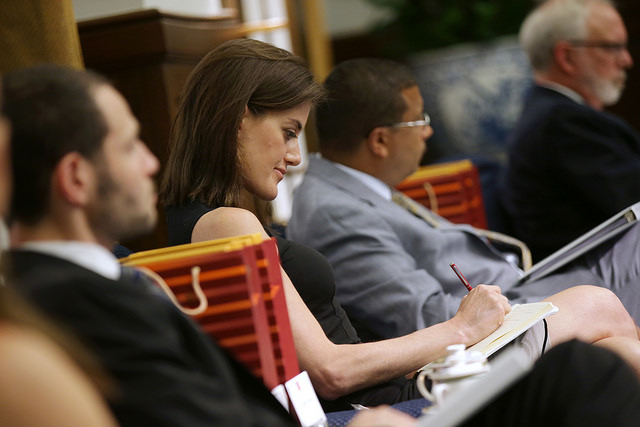 A delegation member of the US-based Atlantic Council takes notes during a meeting with President Tsai.