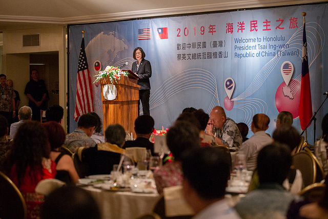 President Tsai delivers remarks at a dinner banquet with Taiwanese expatriates in Honolulu.