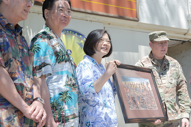 President Tsai visits the Hawaii Emergency Management Agency.