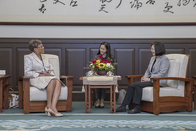 President Tsai meets with a delegation led by Belize House Speaker Laura Tucker-Longsworth and Senate President Lee Mark Chang.