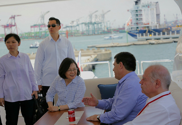 President Tsai and Paraguayan President Cartes board a boat for a bay tour in southern Taiwan's Kaohsiung City.