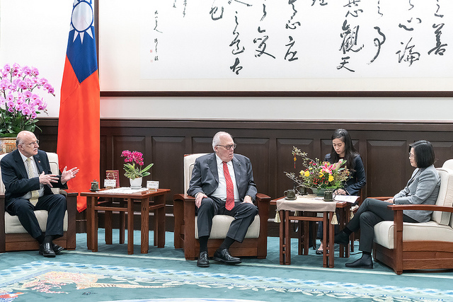 President Tsai meets with US Heritage Foundation founder Dr. Edwin Feulner.