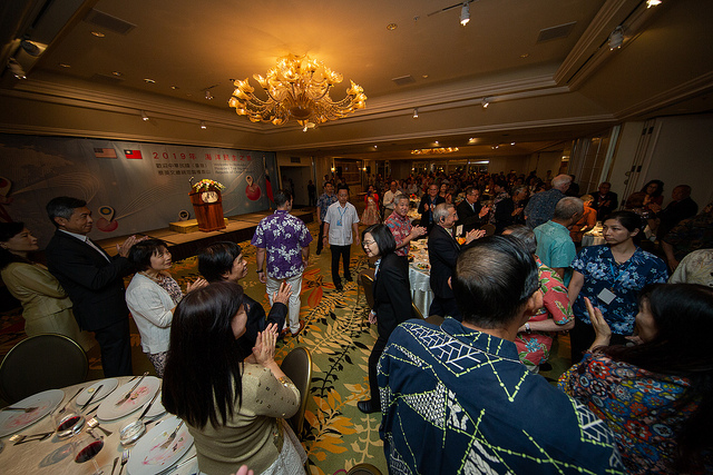 President Tsai attends a dinner banquet with Taiwanese expatriates in Honolulu.