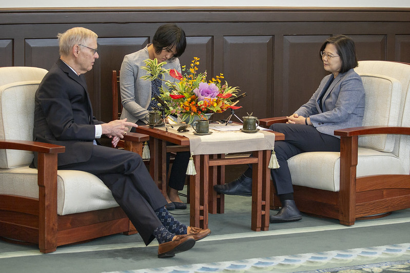 President Tsai exchanges views with Dr. Richard Bush, Brookings Institution Chen-Fu and Cecilia Yen Koo Chair in Taiwan Studies.