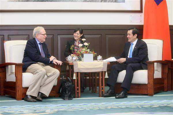 President Ma meets with Harvard University Professor Dale W. Jorgenson. (01)