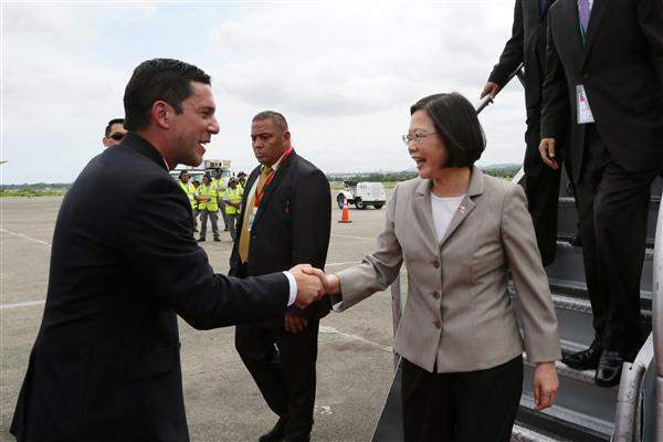 President Tsai and her delegation arrive at Panama's Tocumen International Airport.