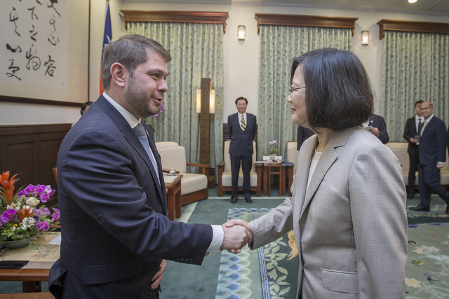 President Tsai meets with a delegation led by US Congressman Ruben Gallego.
